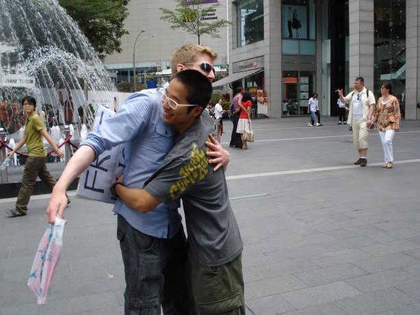 2-walk-hug