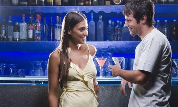 Resultado de imagen para ligar en un bar