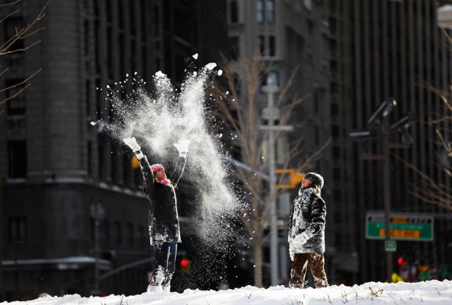 Children-play-with-snow-in-the-middle-of-the-traffic-roundabout-at-Columbus-Circle-in-New-York-City-on-December-20-2009.-Heavy-snowfall-blanketed-the-East-Coast-on-Saturday-disrupting-public