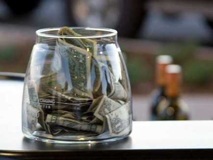 mysterious-bar-patron-in-utah-keeps-leaving-thousand-dollar-tips