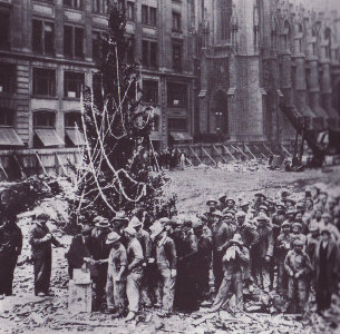 First_Rockefeller_Center_Tree1931
